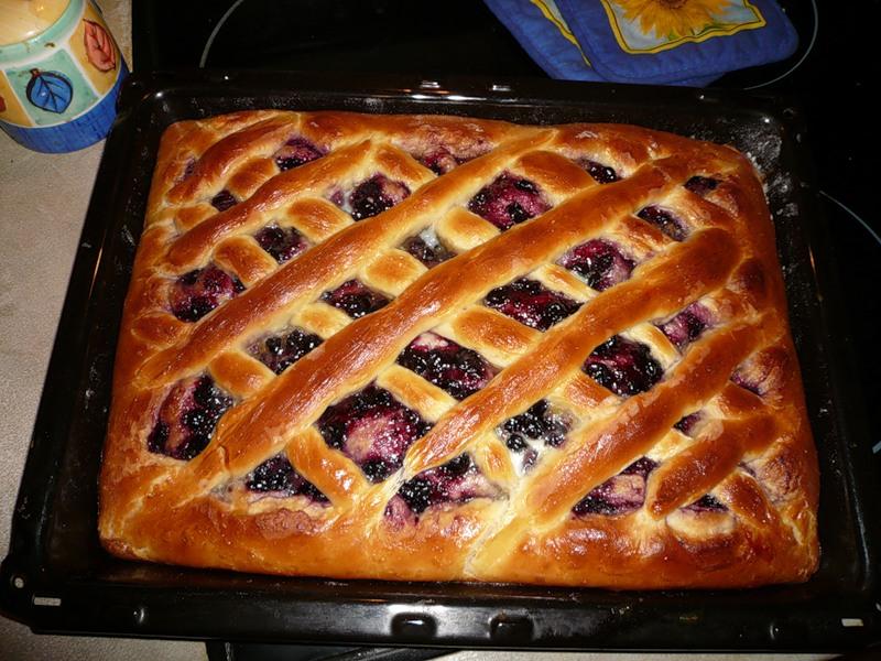 Открытый яблочный пирог в духовке